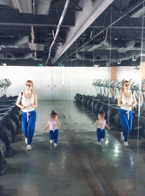 Bộ sưu tập đồ đôi mẹ - con cực 'chất' của Elly Trần - ảnh 4
