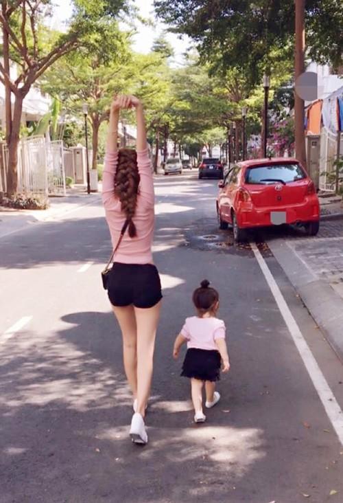 Bộ sưu tập đồ đôi mẹ - con cực 'chất' của Elly Trần - ảnh 5