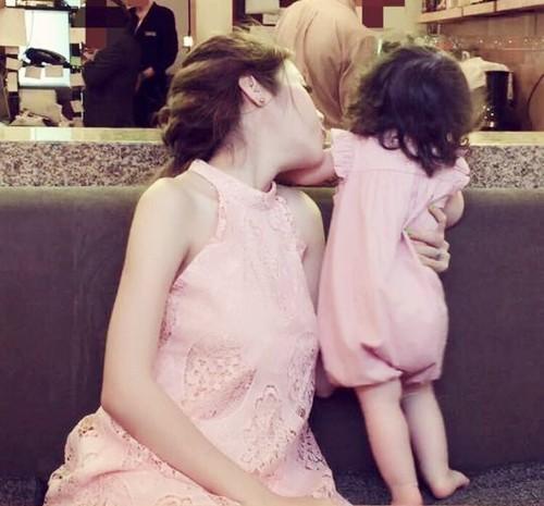 Bộ sưu tập đồ đôi mẹ - con cực 'chất' của Elly Trần - ảnh 6