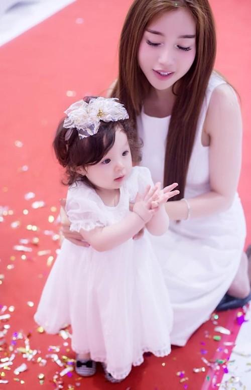 Bộ sưu tập đồ đôi mẹ - con cực 'chất' của Elly Trần - ảnh 10