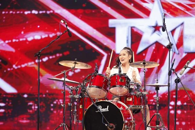 Vietnam's Got Talent : Mi Ngân tự tin hát 'tôi là chính tôi' - ảnh 1