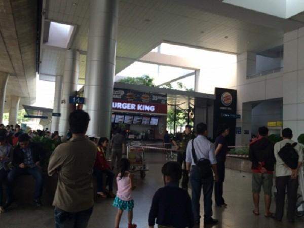 Người nước ngoài nhảy lầu 2 sân bay Tân Sơn Nhất: Nguyên do bất ngờ - ảnh 1
