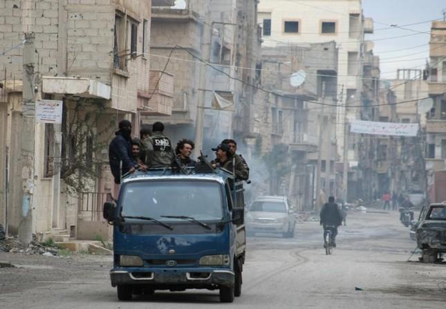 IS thảm sát hàng trăm người ở thành phố lớn nhất miền đông Syria - ảnh 1