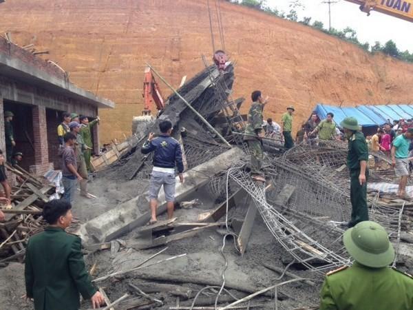 Hà Nội: Chung cư cao cấp đang xây bất ngờ bị sập giàn giáo - ảnh 1