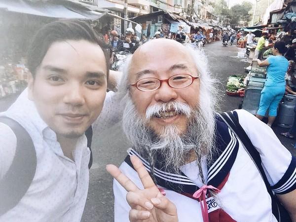 Cụ ông râu tóc bạc phơ mặc váy nữ sinh gây xôn xao Sài Gòn - ảnh 3