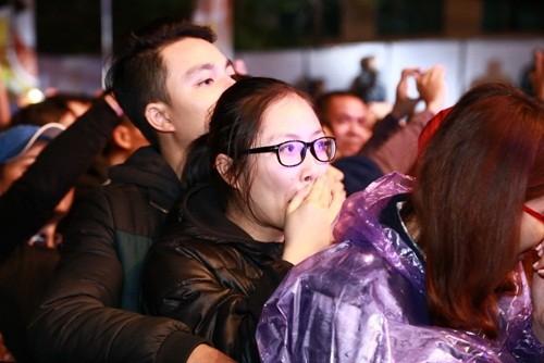 Vợ Trần Lập rơi nước mắt cổ vũ chồng trên sân khấu - ảnh 7