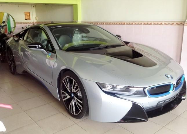 Choáng với siêu xe BMW i8 7 tỷ 'đại gia' vé số tậu cho con trai - ảnh 1