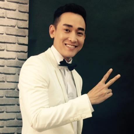 Hứa Vĩ Văn gây sốt với danh xưng 'soái ca' duy nhất ở Việt Nam - ảnh 4