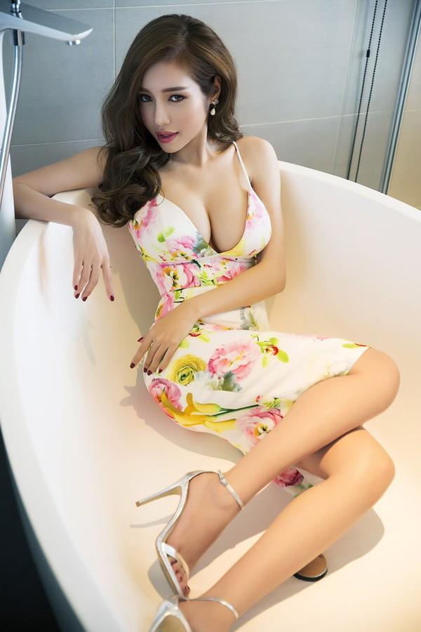 Clip: Elly Trần siêu gợi cảm trong bộ ảnh mới - ảnh 1