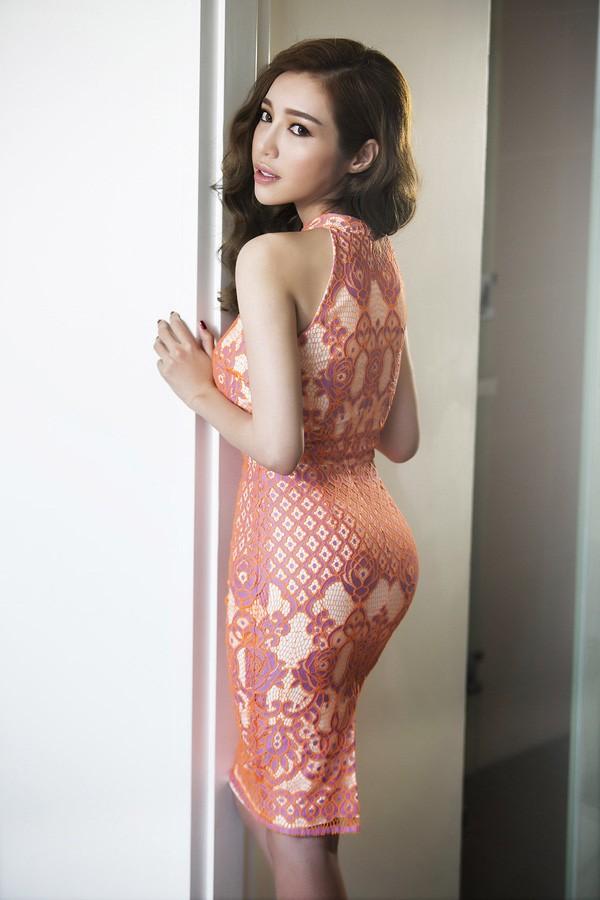 Clip: Elly Trần siêu gợi cảm trong bộ ảnh mới - ảnh 4