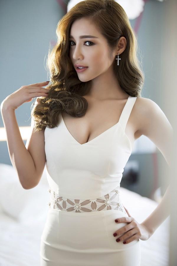 Clip: Elly Trần siêu gợi cảm trong bộ ảnh mới - ảnh 5