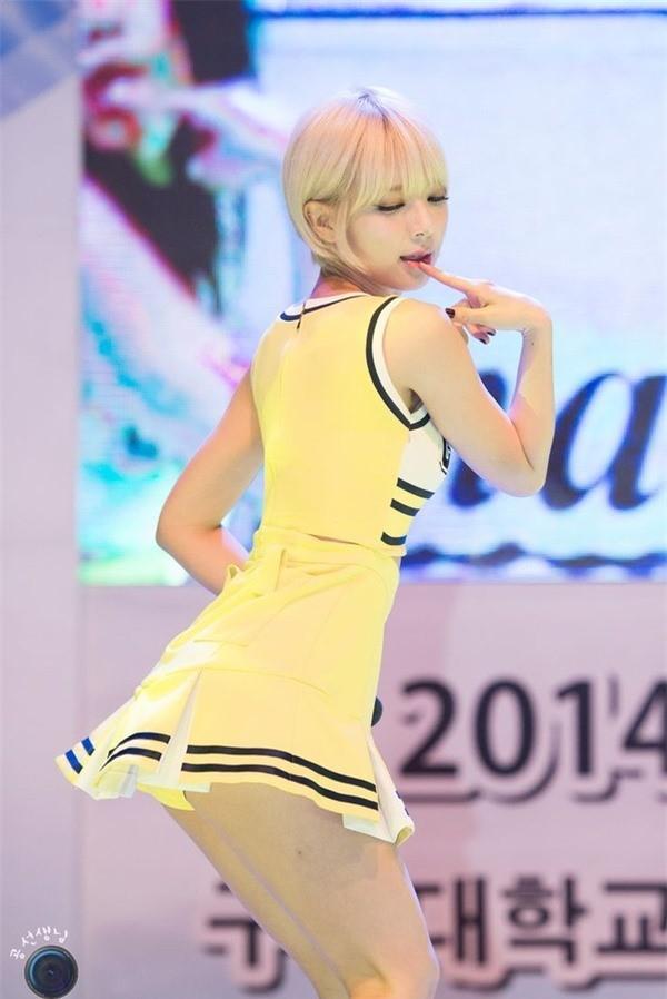 Váy của các ngôi sao K-pop đang ngày một ngắn hơn? - ảnh 7