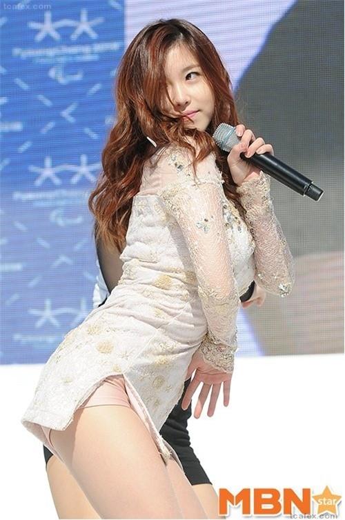 Váy của các ngôi sao K-pop đang ngày một ngắn hơn? - ảnh 10