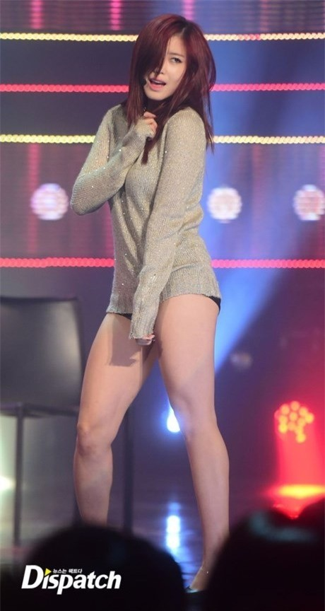 Váy của các ngôi sao K-pop đang ngày một ngắn hơn? - ảnh 11