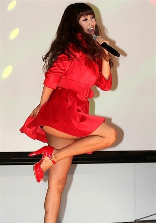 Váy của các ngôi sao K-pop đang ngày một ngắn hơn? - ảnh 4