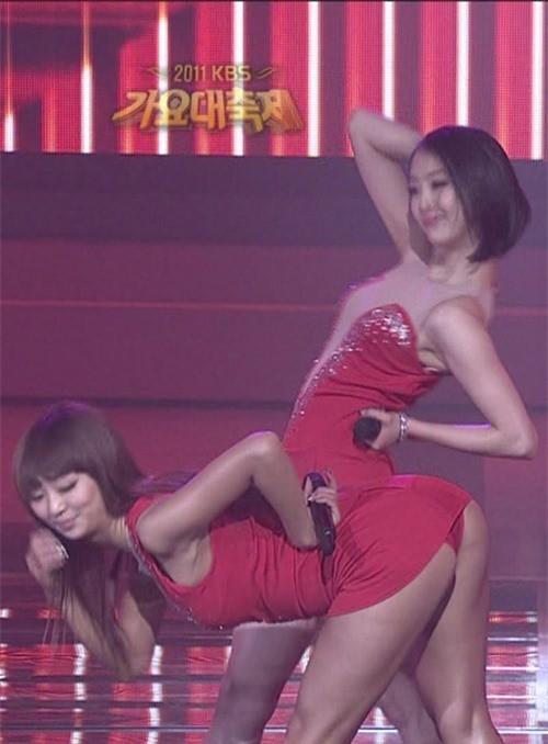 Váy của các ngôi sao K-pop đang ngày một ngắn hơn? - ảnh 5
