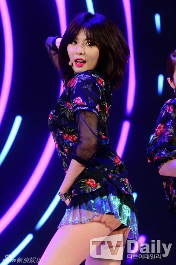 Váy của các ngôi sao K-pop đang ngày một ngắn hơn? - ảnh 8
