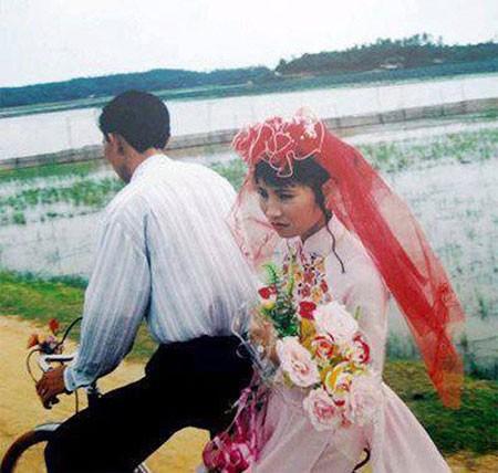 Màn rước dâu hoành tráng toàn xe vespa ở Hà Nội xưa - ảnh 7