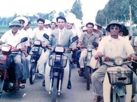 Màn rước dâu hoành tráng toàn xe vespa ở Hà Nội xưa - ảnh 6