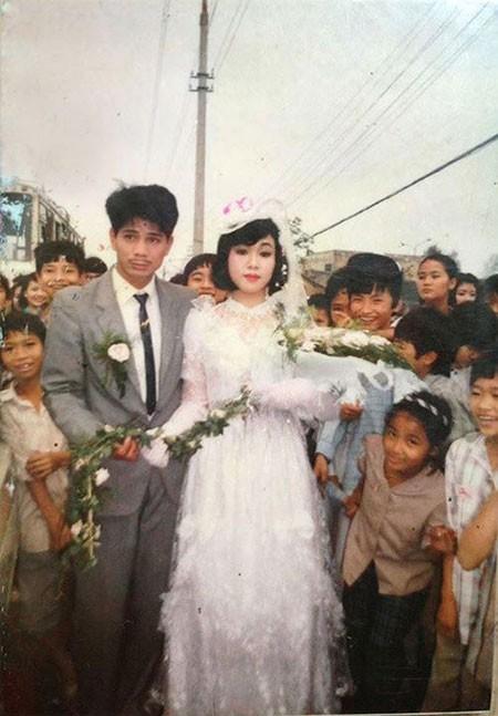 Màn rước dâu hoành tráng toàn xe vespa ở Hà Nội xưa - ảnh 5