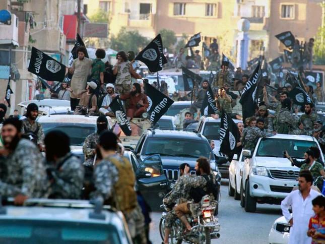 Khó khăn tài chính, IS cắt giảm 50% lương của chiến binh - ảnh 1
