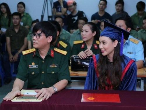 Ca sĩ Hồ Quỳnh Hương trở thành giảng viên trường Quân đội - ảnh 2
