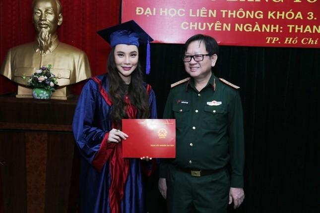 Ca sĩ Hồ Quỳnh Hương trở thành giảng viên trường Quân đội - ảnh 1