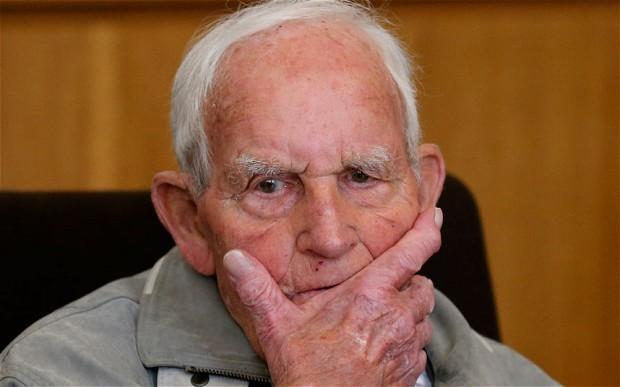 Bác sĩ 95 tuổi bị cáo buộc đồng lõa giết hơn 3.600 người - ảnh 1