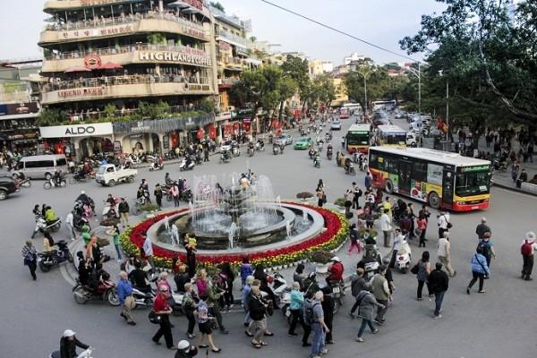 Ngắm Hà Nội rực rỡ cờ hoa dịp Đại hội Đảng 12 - ảnh 2