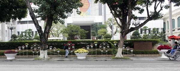Ngắm Hà Nội rực rỡ cờ hoa dịp Đại hội Đảng 12 - ảnh 3