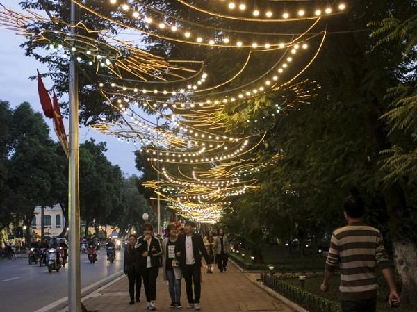 Ngắm Hà Nội rực rỡ cờ hoa dịp Đại hội Đảng 12 - ảnh 13
