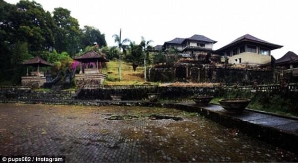 Khám phá 'khách sạn ma' bị bỏ hoang hơn một thập kỷ - ảnh 3
