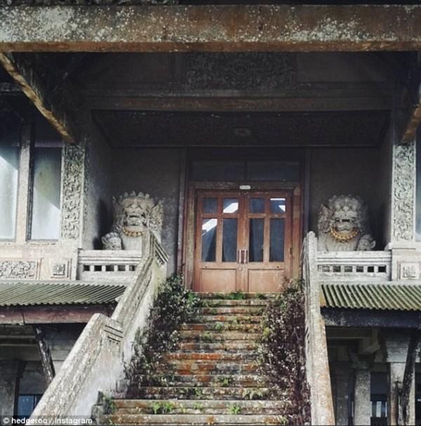 Khám phá 'khách sạn ma' bị bỏ hoang hơn một thập kỷ - ảnh 4