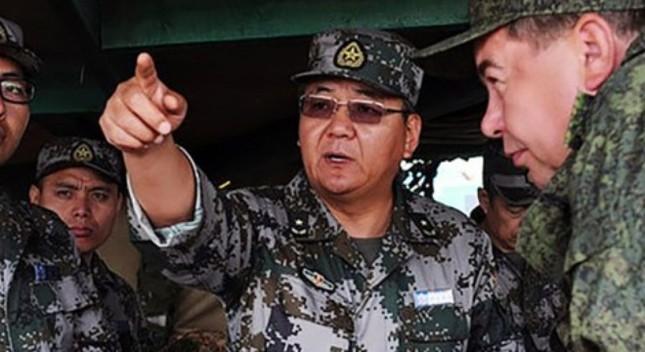 Trung Quốc sa thải sĩ quan quân đội cấp cao vì vụ ngộ độc rượu - ảnh 1