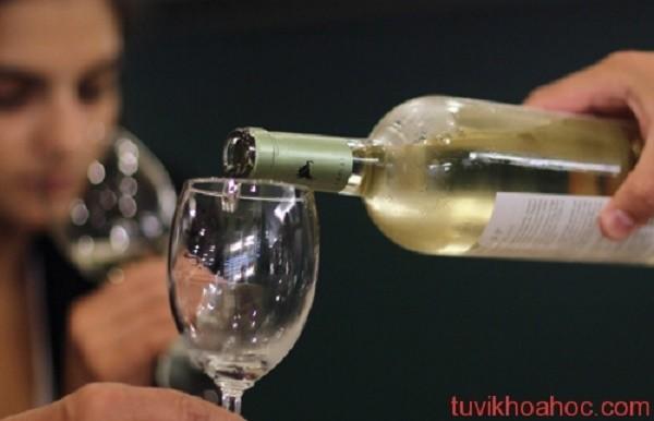 Đỏ mặt khi uống rượu - dấu hiệu tiềm ẩn bệnh tật - ảnh 1
