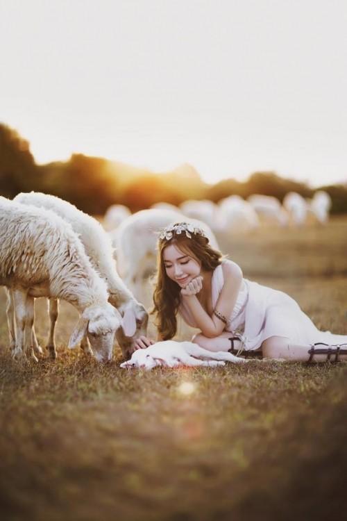Elly Trần đẹp 'mê hồn' giữa thảo nguyên mênh mông - ảnh 2