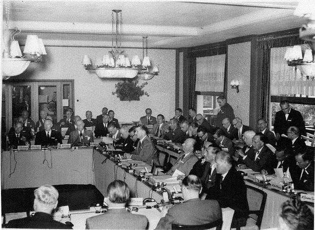 Câu lạc bộ Bilderberg: Hội kín 'thao túng cả thế giới' - ảnh 4