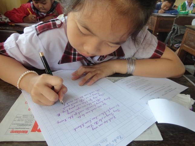 Học sinh thờ ơ với chữ viết tay - ảnh 1