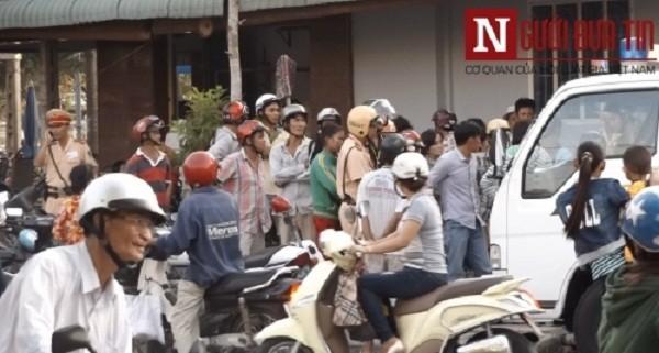 Vĩnh Long: Hỗn loạn cảnh người vi phạm giao thông 'đòi'… lại xe máy - ảnh 3