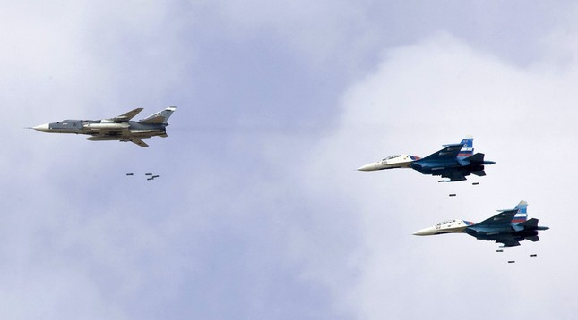 Tình hình Syria: Máy bay Nga oanh tạc Latakia và Deir ez-Zor - ảnh 1