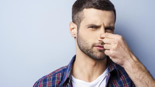 Vì sao chúng ta thích tự ngửi 'mùi hôi' trên cơ thể mình - ảnh 2