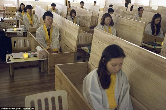 Trường học dạy 'chết' kỳ lạ ở Hàn Quốc - ảnh 1