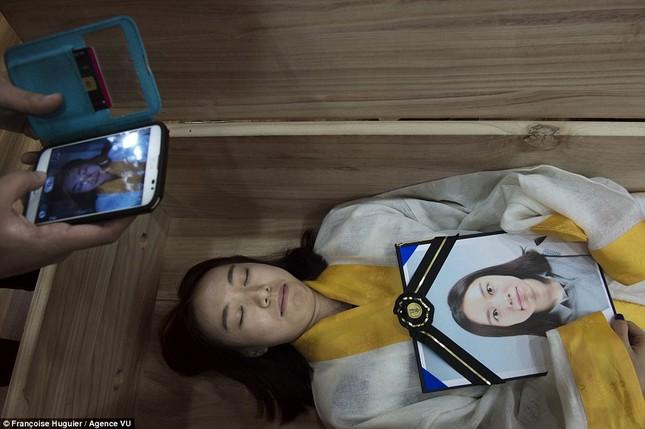 Trường học dạy 'chết' kỳ lạ ở Hàn Quốc - ảnh 2