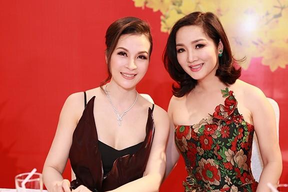 MC Thanh Mai mang trang sức kim cương 2 tỷ đi sự kiện - ảnh 5