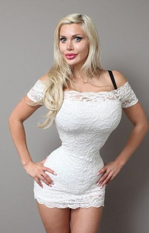Rùng mình cô người mẫu cưa 6 xương sườn để có thân hình hấp dẫn - ảnh 3