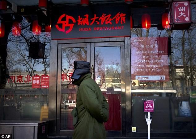 TQ: Phát hiện 35 nhà hàng bỏ thuốc phiện vào đồ ăn để giữ khách - ảnh 1