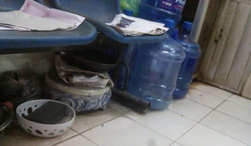 Hà Nội: Phản cảm hình ảnh bếp núc trong trụ sở UBND phường - ảnh 1
