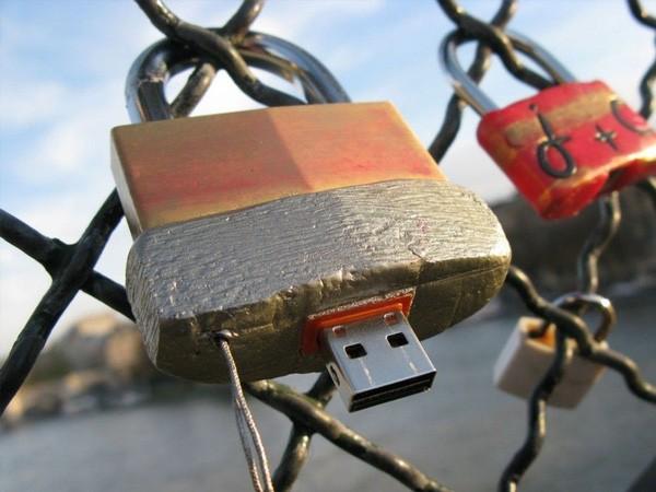 Bí ẩn những chiếc USB gắn trên các bức tường khắp thế giới - ảnh 4