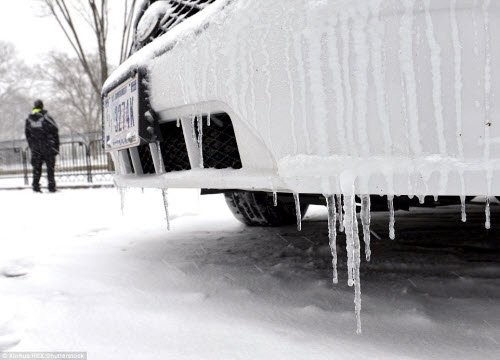Bão tuyết lịch sử tấn công nước Mỹ, 7.700 chuyến bay bị hủy bỏ - ảnh 3