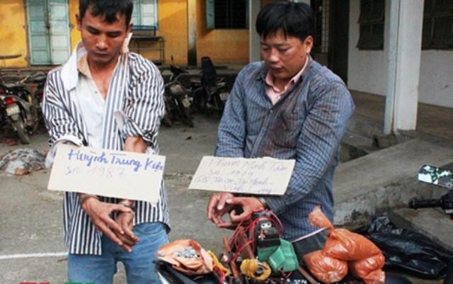 Bình Dương: Thợ hồ mang súng, ớt bột đi trộm chó - ảnh 1
